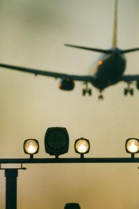 Der Artikel erläutert Flugangst und dessen Bekämpfung