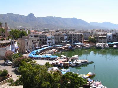 Zypern ist ein beliebtes Urlaubsziel, trotz seiner politisch angespannten Lage