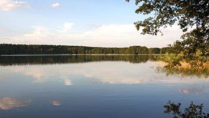 Die Seen in Deutschland, Italien und der Schweiz bietet ideale Erholungsmoeglichkeiten