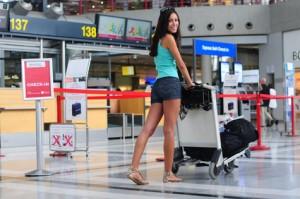 Jugendliche am Flughafen