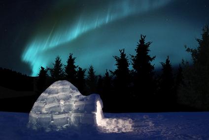 Ein Iglo im Nordlicht