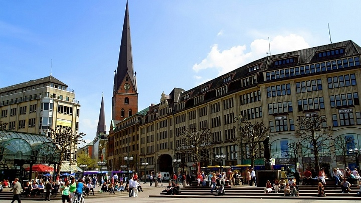 Rathausplatz in Hamburg