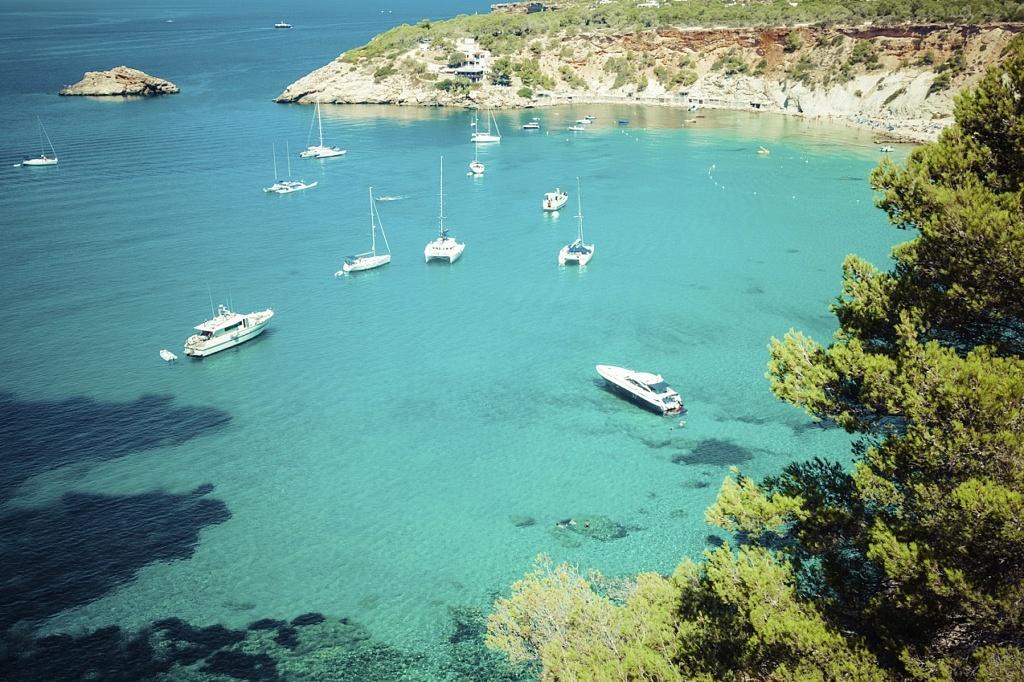 Ibiza: Stille Buchten, wilde Partys